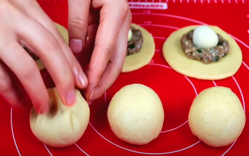 Как сформировать булочки с начинкой