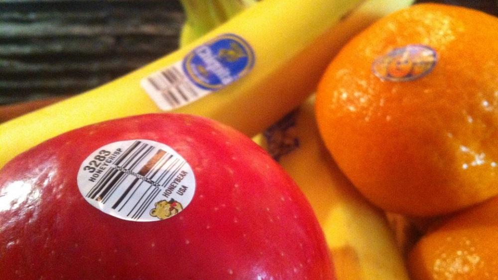 фрукты с наклейками