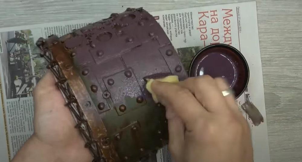скрыть поверхность горшка краской
