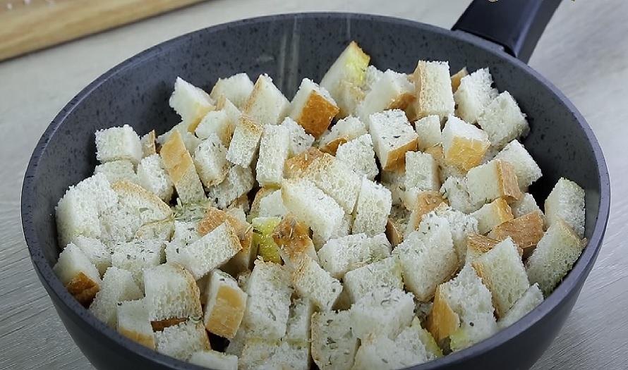 Сухарики на сковороде