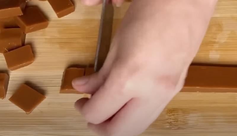 как нарезать ириски в домашних условиях