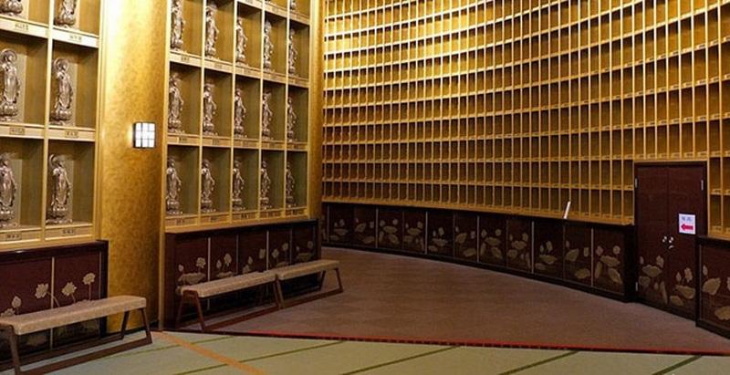 статуя будды усику внутри