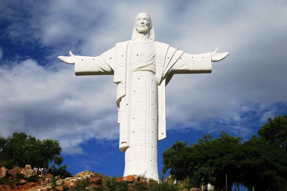 статуя Христа в Боливии