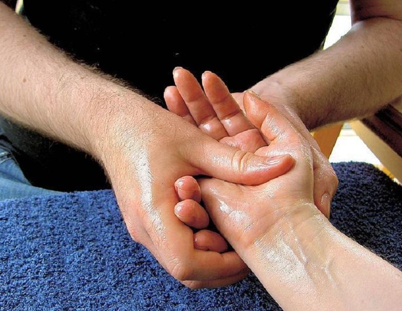 массаж детским маслом