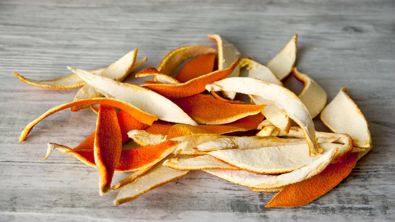 апельсиновая кожура от мошек в цветочных горшках