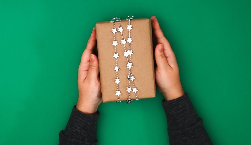как красиво упаковать подарок в бумагу