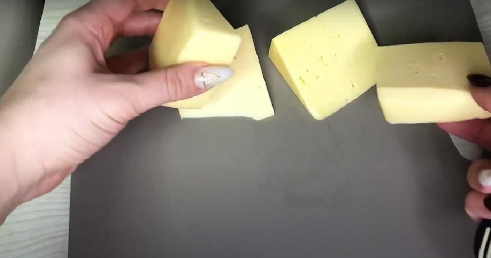 треугольные кусочки сыра