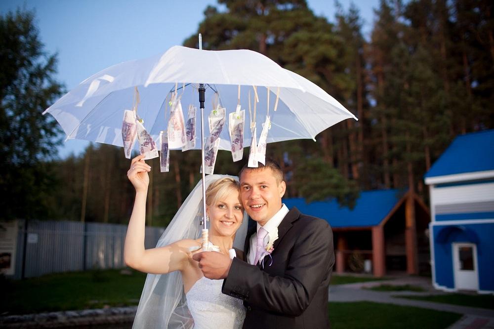 денежный зонт на свадьбу с деньгами