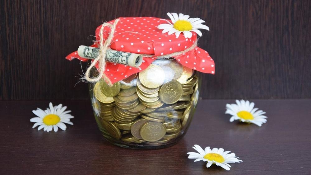банка с монетами в подарок