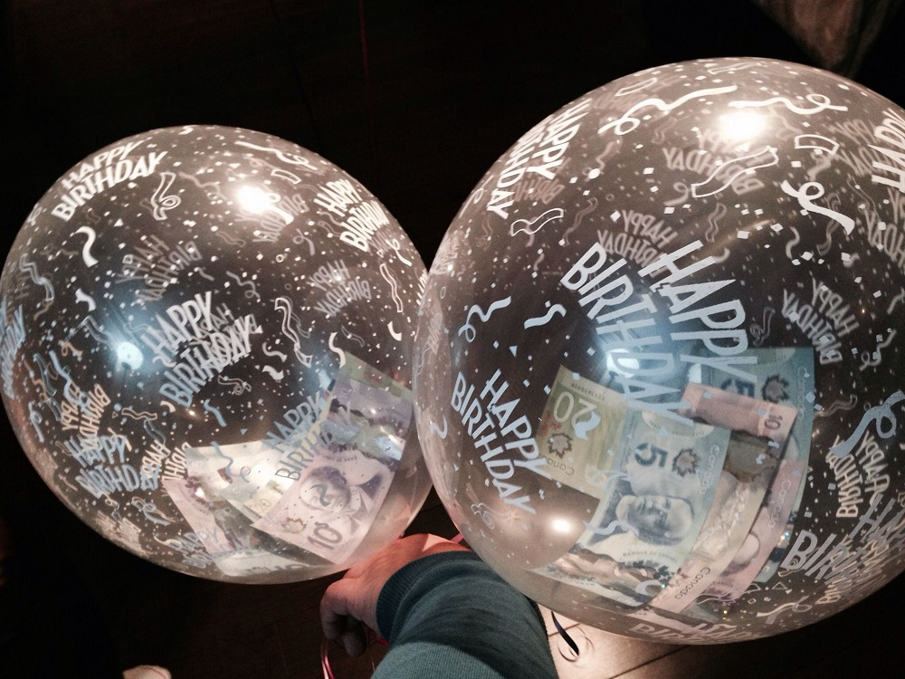 воздушные шарики с долларами