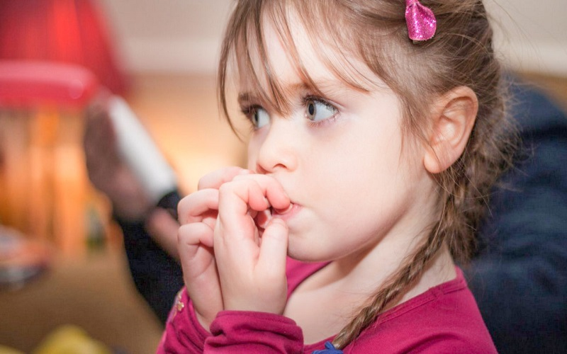 как понять ребенка, если он грызет ногти
