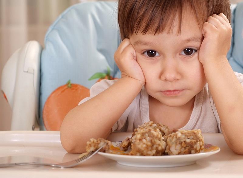 как понять ребенка, если он не ест или переедает