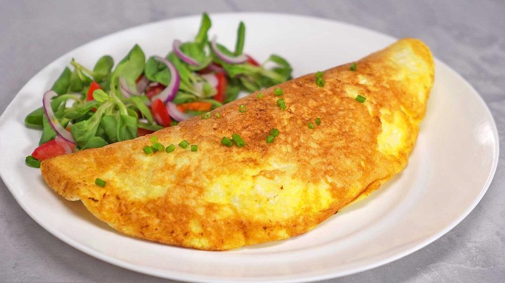 омлет кальцоне с сыром и ветчиной