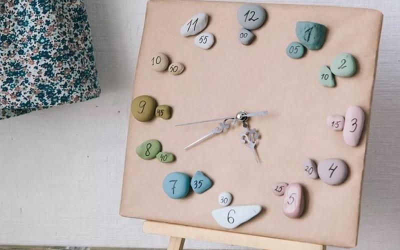Камень в интерьере для обновления часов