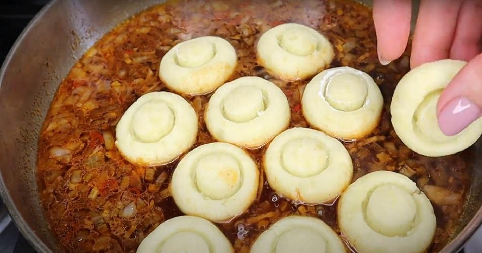 картофельные грибы на сковороде