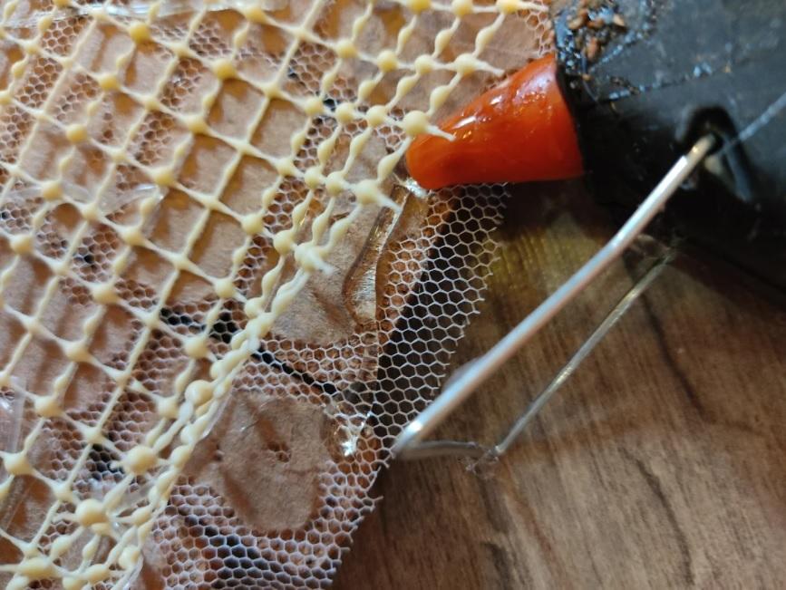 приклеить резиновую сетку к коврику