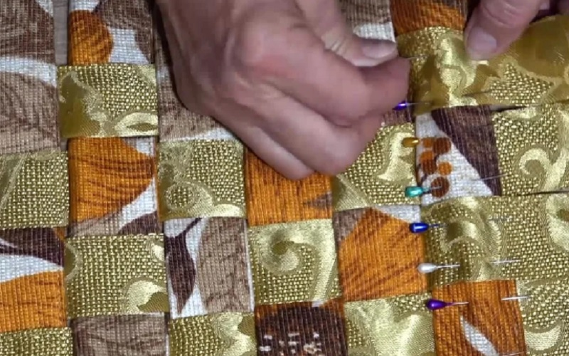 как закрепить форму коврика