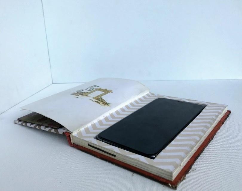спрятать телефон в книгу