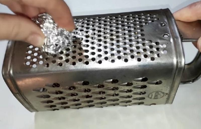 как точить кухонную терку фольгой
