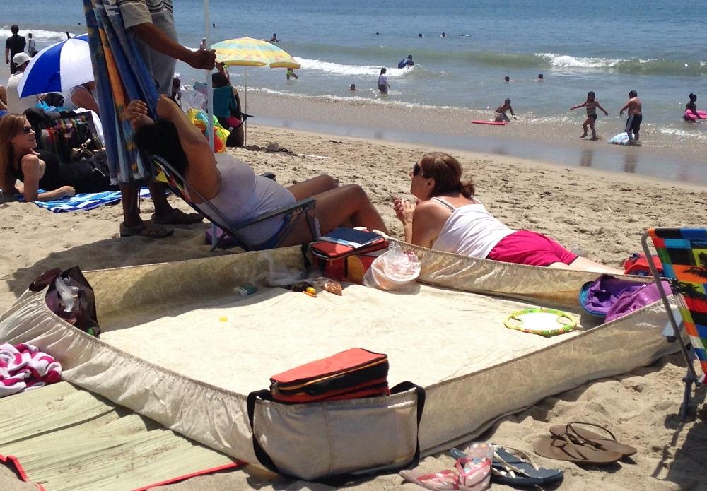 лайфхаки для пляжа простынь на резинке