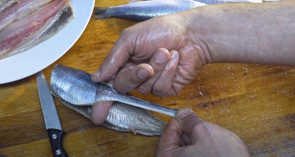 как снять кожу с сельди