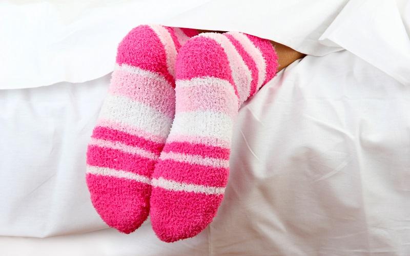 стопы после нанесения мази от кашля в носках