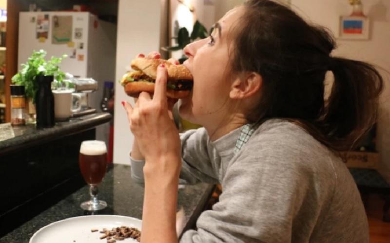 бургер с кузнечиками