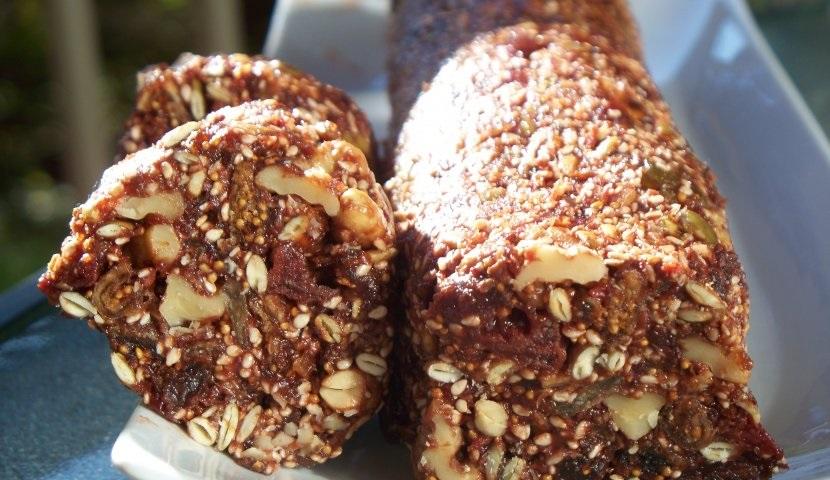 колбаска из сухофруктов с орехами