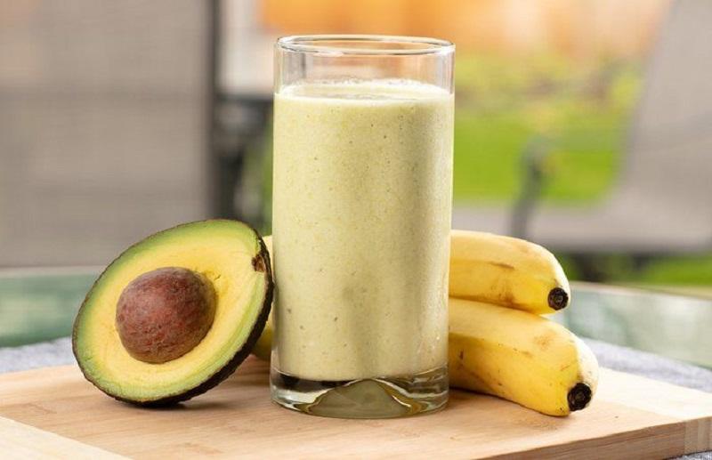 смузи из авокадо с бананом