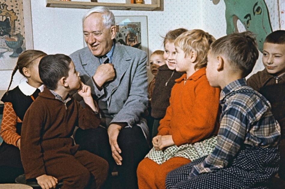 корней чуковский общается с детьми