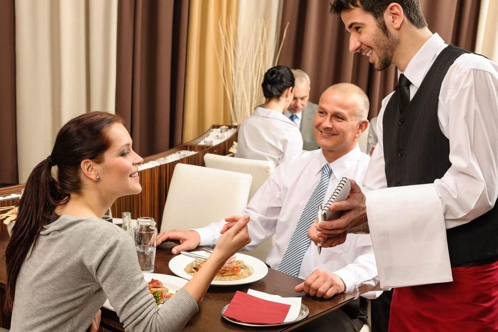 хороший официант работает