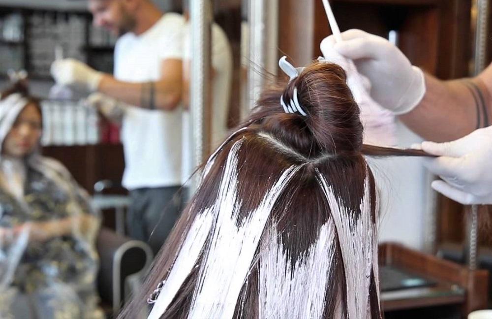 покраска волос в салоне