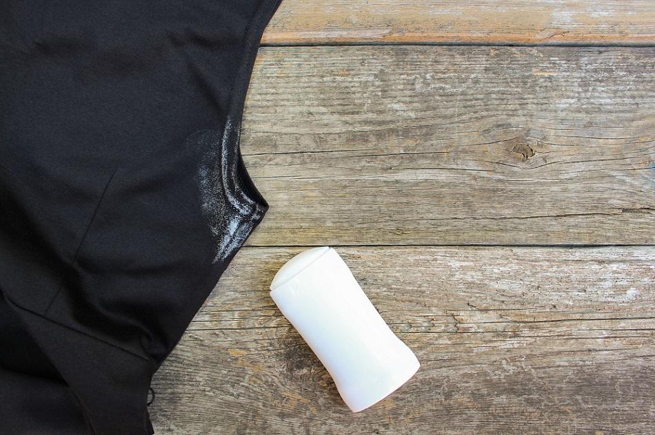причины возникновения пятен от дезодоранта