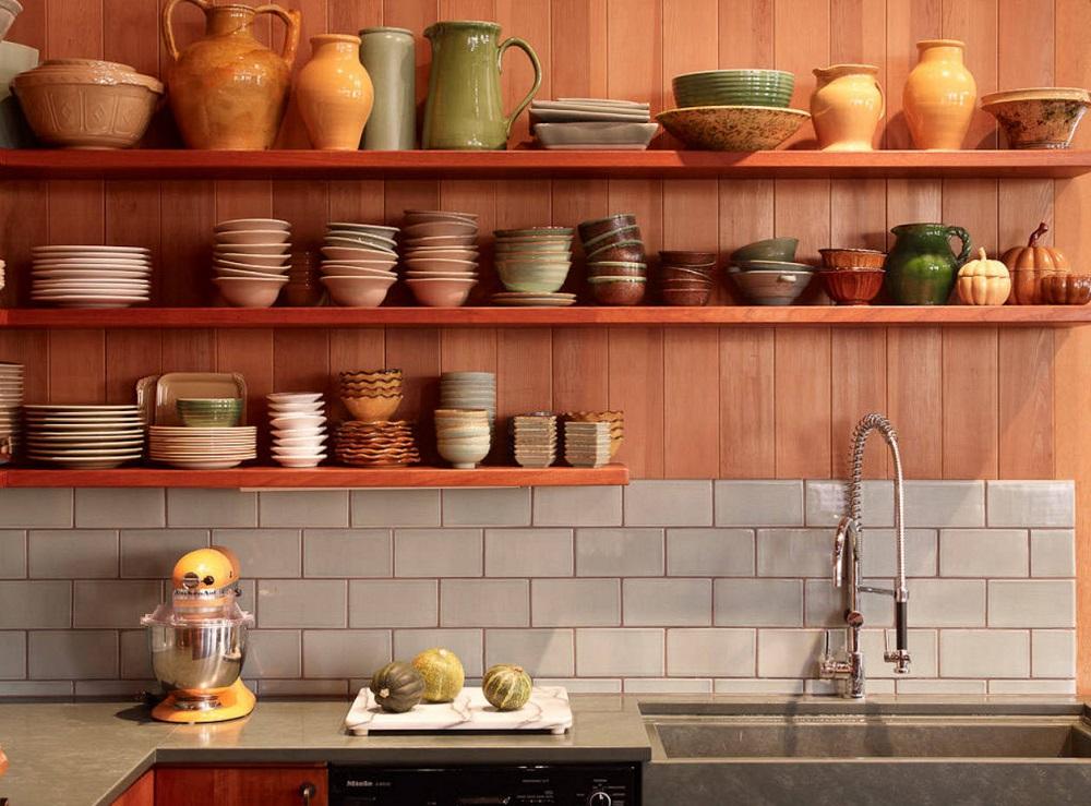 хранение посуды под потолком