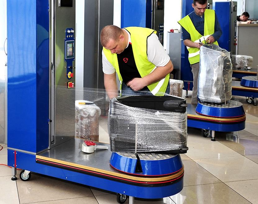 обмотать чемодан пленкой в аэропорту