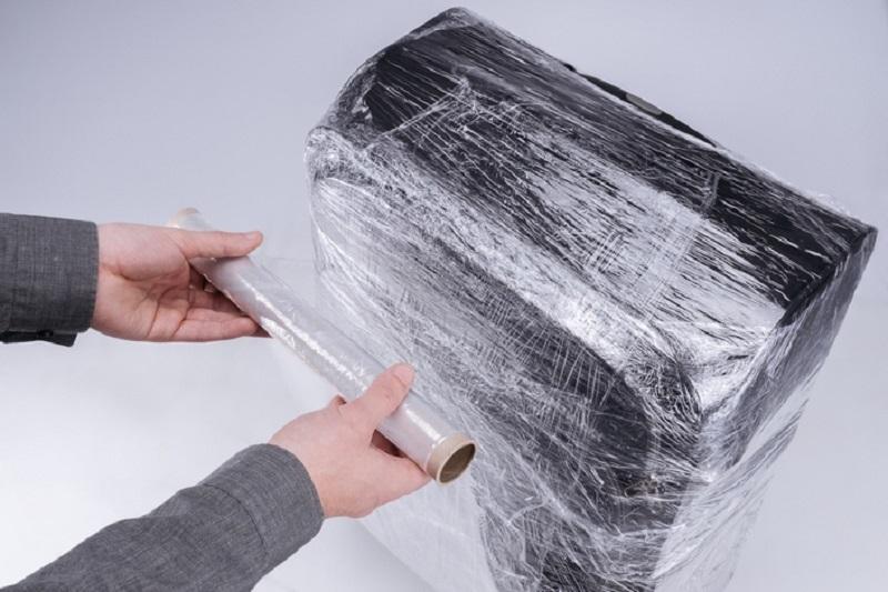 как обмотать пленкой чемодан